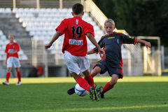 le football Tuzla de munkachevo de jeu Photos stock