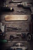 Le foret électrique de tournevis d'outils de bricolage a vu le jointer denteux compléter v Images stock