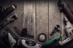 Le foret électrique de tournevis d'outils de bricolage a vu le jointer denteux compléter v Photos stock
