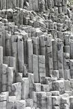 Le formazioni della colonna del basalto a Reynisfjara tirano, l'Islanda Fotografia Stock Libera da Diritti