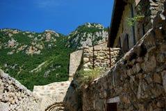 Le fortificazioni della città murata graziosa di Villfranche de Conflent nel sud della Francia Date medievali di questa città di  Immagini Stock