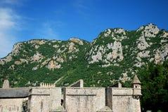 Le fortificazioni della città murata graziosa di Villfranche de Conflent nel sud della Francia Date medievali di questa città di  Immagini Stock Libere da Diritti