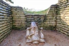 Le fosse canone di d sul campo di battaglia della cresta Francia di Vimy fotografie stock libere da diritti