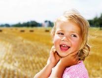 le för flicka Fotografering för Bildbyråer