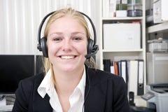 le för receptionist Fotografering för Bildbyråer