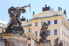 Le fragment du château de Prague situé dans le secteur de Hradcany est la résidence principale et le bureau du président du Tchèq photos libres de droits