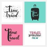 Le frasi disegnate a mano dell'iscrizione di tipografia hanno fissato il tempo di viaggiare, viaggiare da qualche parte nuovo sui illustrazione vettoriale
