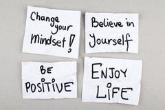 Le frasi motivazionali/cambiamento che il vostro Mindset crede in voi stesso sono positive godono della vita Fotografia Stock Libera da Diritti