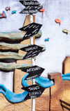 Le frecce di legno firmano dentro Mertola, Portogallo Fotografie Stock Libere da Diritti