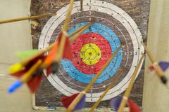 Le frecce hanno colpito l'obiettivo fotografie stock