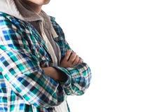 Le free lance del tipo dei pantaloni a vita bassa in camicia di plaid hanno attraversato lo sguardo sorridente delle mani Immagini Stock Libere da Diritti