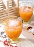 Le froid de jus de fruit boit le matériel Photo libre de droits