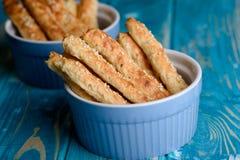 Le fromage blanc colle avec la farine d'avoine et le sésame s'écaille Photo stock