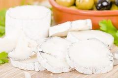 Le fromage et les olives de chèvre Images stock