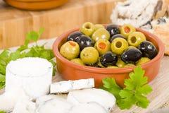 Le fromage et les olives de chèvre Images libres de droits