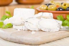 Le fromage et les olives de chèvre Photo stock