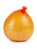 Le fruit de pamplemousse enveloppé dans le réticule en plastique photo stock