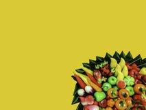 Le fruit a formé des fèves de mung en gelée sur le fond jaune, styl thaïlandais photo stock