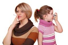 Le fumage peut entraîner l'asthme Photographie stock libre de droits