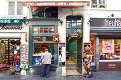 Le Funambule,著名自创奶蛋烘饼商店布鲁塞尔大广场在Manneken Pis地标旁边位于布鲁塞尔,比利时 库存照片