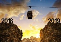 Le funiculaire de montagne se déplaçant à la nouvelle année 2019 Image stock