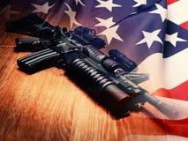 Le fusil et l'U noirs S Indicateur images libres de droits