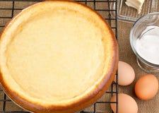 Le gâteau au fromage avec lui est des ingrédients Photos libres de droits