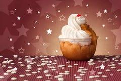 Le gâteau coloré délicieux avec l'étoile forme sur le fond Photographie stock libre de droits