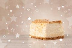 Le gâteau coloré délicieux avec l'étoile forme sur le fond Photos stock
