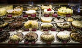 Le gâteau délicieux dans la boutique de gâteau photo stock