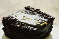 Le gâteau de beurre de chocolat décorent je t'aime pour le Saint Valentin sur le plat Image stock