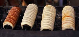 Le gâteau de cheminée est un gâteau traditionnel de la Hongrie photo libre de droits