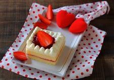Le gâteau de fraise est dessert Images stock