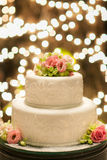 Le gâteau de mariage a installé pour le dîner en Thaïlande Images stock