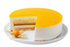 Le gâteau de passiflore comestible de passiflore, dessert de mousse a isolé le blanc Photo stock