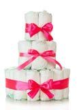 Le gâteau des couches-culottes a décoré les rubans rouges photos stock
