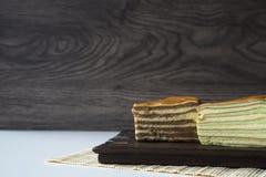 """Le gâteau posé multi a appelé la """"pièce de théâtre de lazulite """"ou le """"spekkoek """"d'Indonésie image libre de droits"""