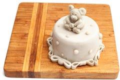 Le gâteau vide sur un conseil en bois Photographie stock libre de droits