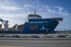 Le géant de la Mer du Nord de système mv amarré au dock au port de halden, ni Images stock