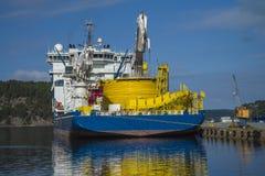 Le géant de la Mer du Nord de système mv amarré au dock au port de halden, ni Image libre de droits