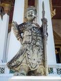 Le géant debout de Chinois a découpé hors de la roche en Wat Suthat Thep War Photo libre de droits