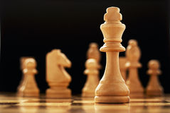 Le gagnant - une pièce d'échecs de roi Photo stock