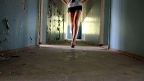 Le gambe 1 della donna stock footage
