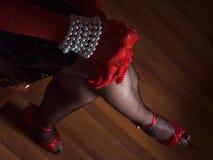 Le gambe della donna di sguardo seducente Immagini Stock Libere da Diritti