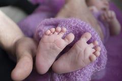 Le gambe tenere Immagine Stock Libera da Diritti