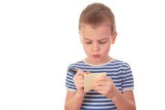 Le garçon écrit sur le collant Photo libre de droits