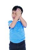 Le garçon beau asiatique ont un mal de tête D'isolement sur le fond blanc Photographie stock libre de droits
