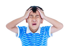 Le garçon beau asiatique ont un mal de tête Sur le fond blanc Photo stock