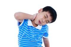 Le garçon beau asiatique ont une douleur cervicale D'isolement sur le backgroun blanc Image stock