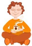 Le garçon boit du café. Photo stock